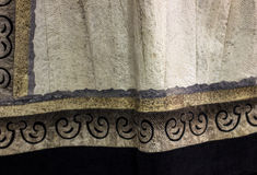 Tissu de peau de poissons avec l'ornement ethnique traditionnel Le tissu a fait f Photo libre de droits