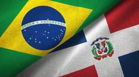 Tissu de textile de drapeaux du Brésil et de la République Dominicaine deux, texture de tissu illustration de vecteur