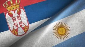 Tissu de textile de drapeaux de la Serbie et de l'Argentine deux, texture de tissu illustration libre de droits
