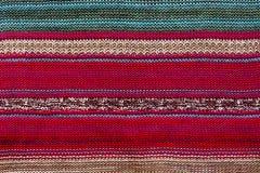 Tissu de texture avec le modèle lumineux rayé Noël Scrapbooking Fond tricoté Couverture, tricotant, boucles, Image libre de droits