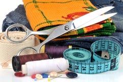 Tissu en gros plan et matériel de couture image libre de droits