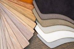 Tissu et échantillons en bois pour le stratifié ou les meubles de plancher dans le bâtiment à la maison ou commercial Petits pann Images stock