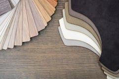 Tissu et échantillons en bois pour le stratifié ou les meubles de plancher dans le bâtiment à la maison ou commercial Petits pann Image libre de droits