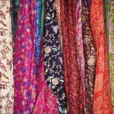 Tissu et écharpes colorés photo stock