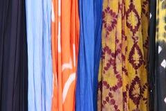 Tissu et soie colorés Photographie stock libre de droits
