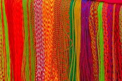 Tissu fabriqué à la main asiatique fait avec l'artisan local et étant vendu au marché à Katmandou, Népal images libres de droits