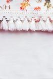 Tissu floral sur le fond blanc Images stock