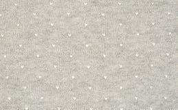 Tissu gris de débardeur avec les coeurs emboutis par blanc Photos libres de droits
