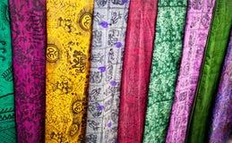 Tissu indien sur le marché Photographie stock libre de droits