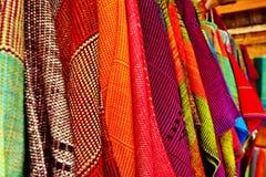 Tissu indigène thaïlandais coloré dans Chiangmai photographie stock