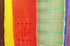 Tissu indigène thaïlandais coloré dans Chiangmai images stock