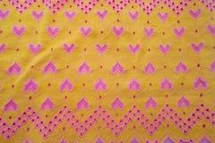 Tissu jaune avec des coeurs Photographie stock libre de droits