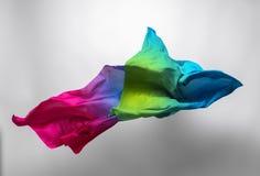 Tissu multicolore dans le mouvement photo libre de droits