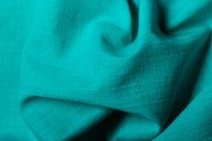 Tissu onduleux de plis d'abrégé sur bleu fond Photographie stock