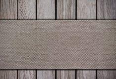Tissu sur les milieux en bois photographie stock libre de droits