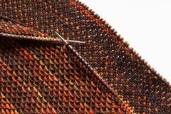 Tissu tricoté sur des aiguilles Photos libres de droits