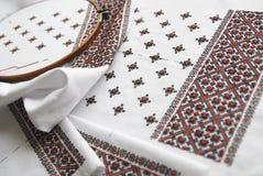 Tissu ukrainien traditionnel avec la broderie colorée Photos libres de droits