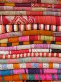 Tissus colorés et vibrants Photos libres de droits