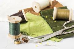Tissus et d'autres ustensiles de couture Images libres de droits