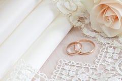 Tissus et lacet de mariage Photo libre de droits