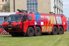 Titán HPR G del firetruck del aeropuerto Fotos de archivo