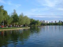 Titaanpark in Boekarest in de zomerdag stock afbeelding