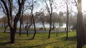Titaanpark Boekarest Roemenië stock video
