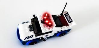 Titanform Helden Von den Details des Satzes, können Sie einen Polizeiroboter oder einen Polizeiwagen zusammenbauen lizenzfreies stockbild
