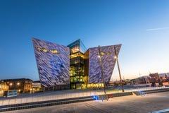 Titanische Besuchermitte im titanischen Viertel, Belfast lizenzfreie stockfotos