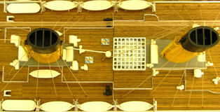 Titanische Kuppel konzentriert Takelungrettungsboote stockfoto