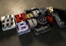 Titel för lycklig födelsedag i tappningträsnitttext och hashtag Stock Illustrationer