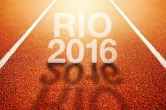 Titel Rio Olympicss 2016 auf Laufbahn des athletischen Sports Stockbilder