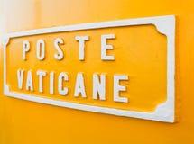 Titel u. x22; Beitrag Vaticane& x22; auf dem Postbox des Vatikan-Postdiensts Lizenzfreie Stockbilder