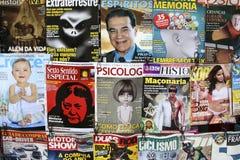 Titels av tidskrifter på en kiosk i Rio de Janeiro Royaltyfri Fotografi