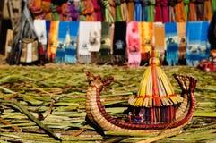 Titicaca See, Peru, sich hin- und herbewegende Inseln Uros Stockfotos