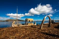 Titicaca-See sich hin- und herbewegende Insel Lizenzfreie Stockfotografie