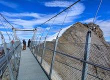 Titlis falezy spaceru zawieszenia most w Szwajcaria zdjęcie stock