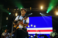 Tito Παρίσι συναυλία, σημαία Πράσινου Ακρωτηρίου, υπόβαθρο σκηνών Στοκ Φωτογραφία