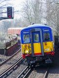 Titre national de train de rail vers Londres Waterloo Photos libres de droits