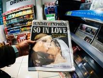 Titres royaux de mariage en journaux du Royaume-Uni Photo stock