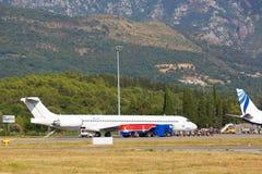 Tivat, Monténégro - 8 août 2015 : Avions préparant au vol dans l'aéroport international de Tivat Photo stock