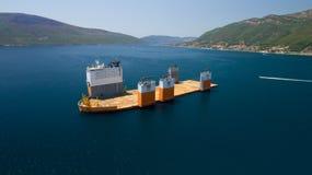 Tivat, Monténégro - 31 juillet 2017 : L'avant-garde grosse porteuse de Dockwise de navire est venue à Monténégro pour prendre le  Image libre de droits