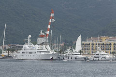 Tivat Montenegro, CZERWIEC, - 16: Złoty odyseja jacht w porcie Tivat na CZERWU 16, 2014 Obraz Royalty Free