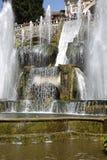 TIVOLI,意大利- 2015年4月10日:参观Ne的喷泉游人 库存照片