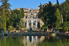 Tivoli, Italië. Tuin, pool en fontein Stock Foto's