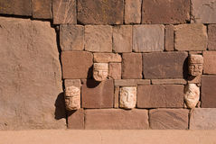Tiwanaku,玻利维亚的石表面 免版税图库摄影