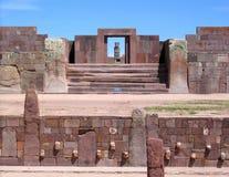 Руины Боливии, Tiwanaku, pre-Inca Kalasasaya & более низкие виски Стоковая Фотография