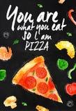 Tiza de la pizza usted es lo que usted come así que l pizza de la  Foto de archivo libre de regalías