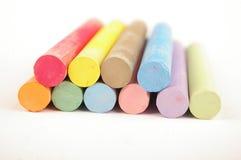 Tiza del color aislada en blanco Imagenes de archivo