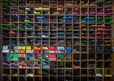 Tiza en colores pastel un estante de los creyones imágenes de archivo libres de regalías